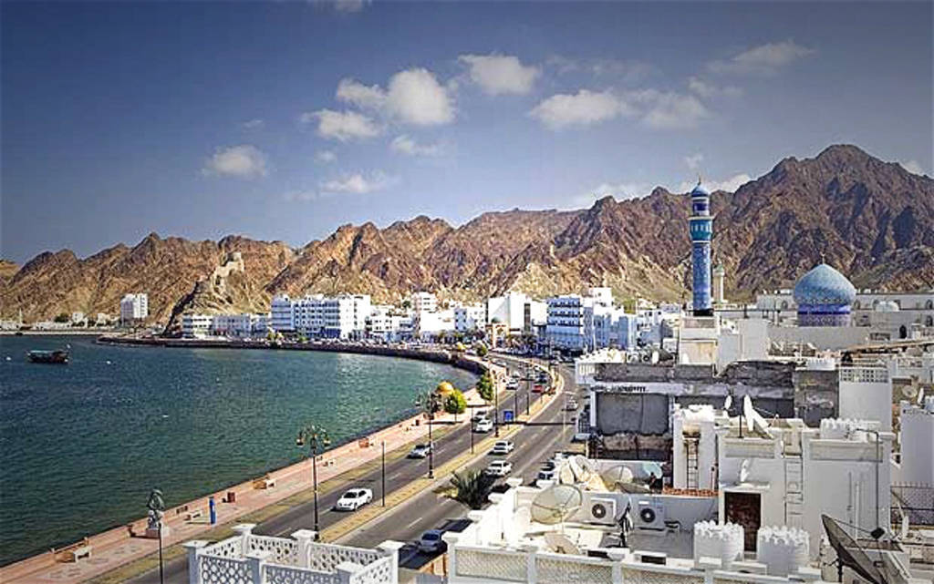 Oman decides to extend the closure of its land ports